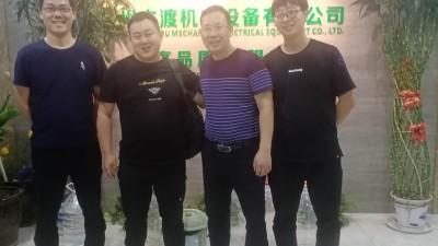 宁波袁总来工厂参观并购买 — 六渡展架裁切打扣机